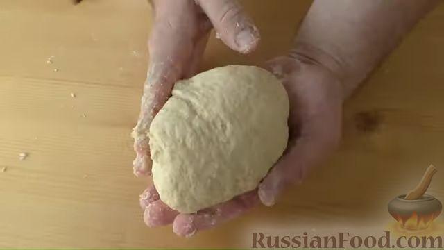 Фото приготовления рецепта: Лепёшки на йогурте - шаг №4