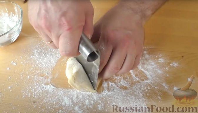 Фото приготовления рецепта: Лепёшки на йогурте - шаг №5
