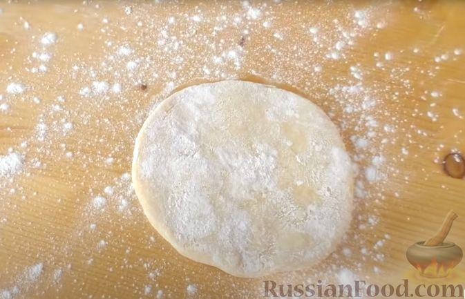 Фото приготовления рецепта: Лепёшки на йогурте - шаг №6