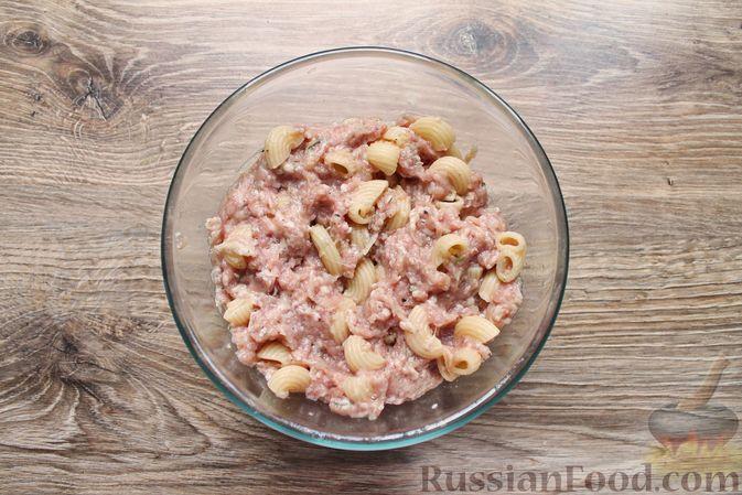 Фото приготовления рецепта: Тефтели из мясного фарша и макарон (в духовке) - шаг №12