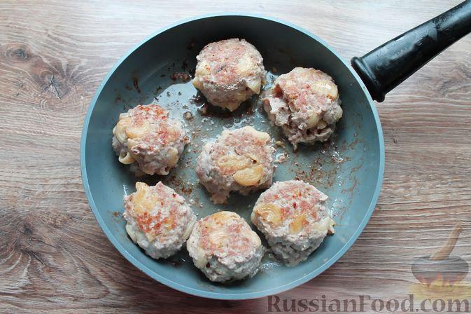 Фото приготовления рецепта: Тефтели из мясного фарша и макарон (в духовке) - шаг №14