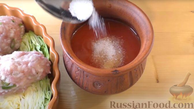 Фото приготовления рецепта: Капустная запеканка с котлетами из мясного фарша и риса, или Ленивые голубцы - шаг №8