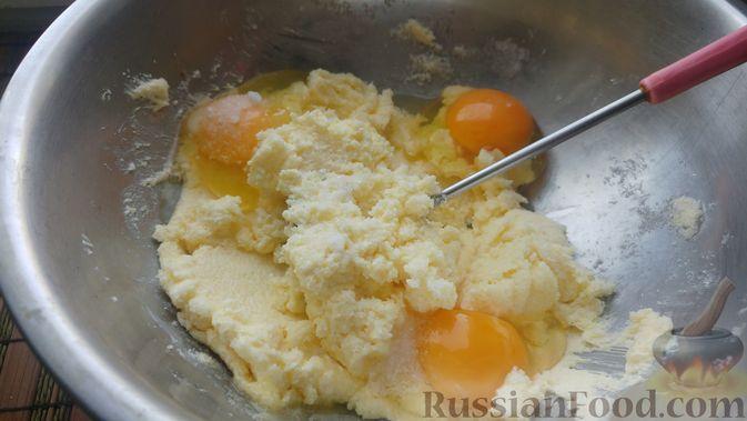 Фото приготовления рецепта: Пирог из песочных коржей, с лимонной начинкой - шаг №5