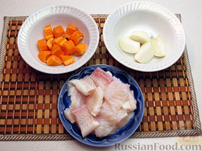 Фото приготовления рецепта: Рыбные котлеты с морковью и зеленью, запечённые в духовке - шаг №2