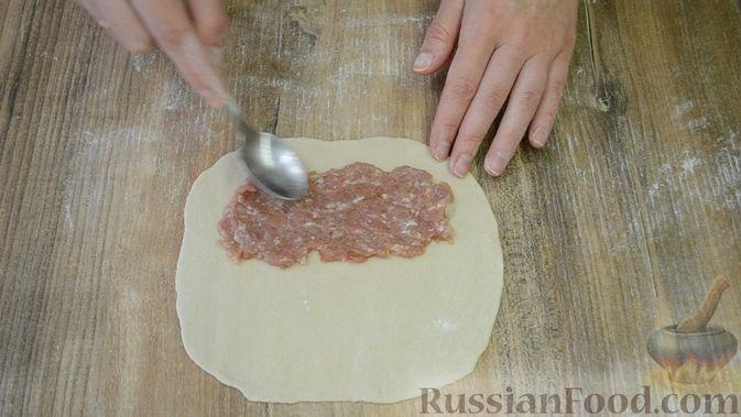 Фото приготовления рецепта: Чебуреки из заварного теста - шаг №7