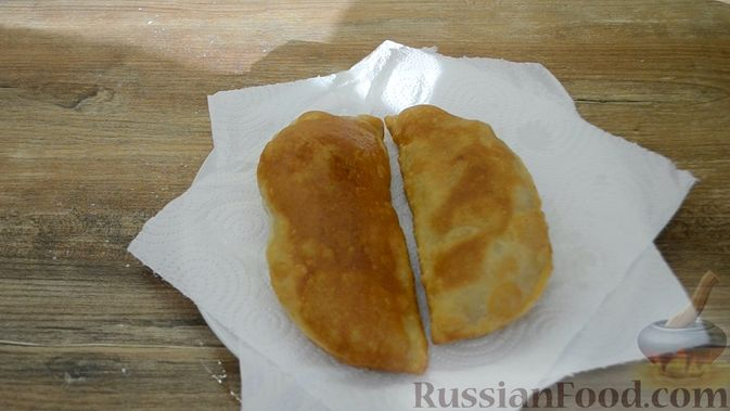 Фото приготовления рецепта: Чебуреки из заварного теста - шаг №12
