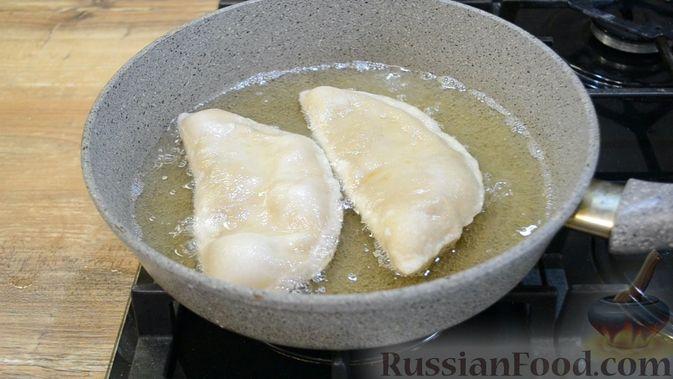Фото приготовления рецепта: Чебуреки из заварного теста - шаг №10
