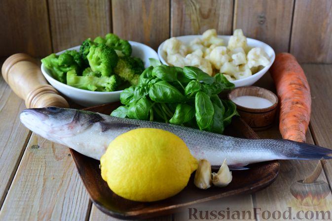 Фото приготовления рецепта: Сибас с цветной капустой, брокколи и морковью (на пару) - шаг №1