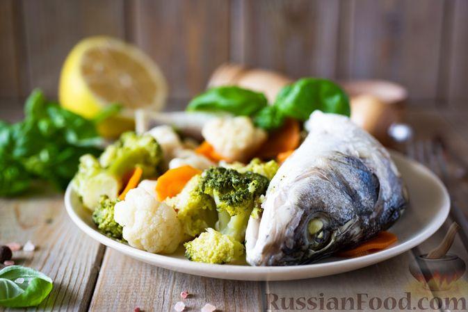 Фото приготовления рецепта: Сибас с цветной капустой, брокколи и морковью (на пару) - шаг №9