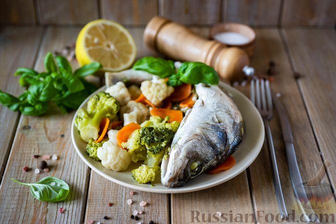 Фото приготовления рецепта: Сибас с цветной капустой, брокколи и морковью (на пару) - шаг №10