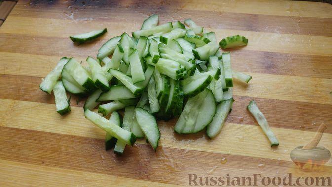Фото приготовления рецепта: Овощной салат с икрой минтая - шаг №5