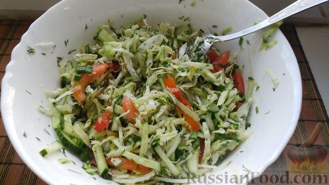 Фото приготовления рецепта: Овощной салат с икрой минтая - шаг №8
