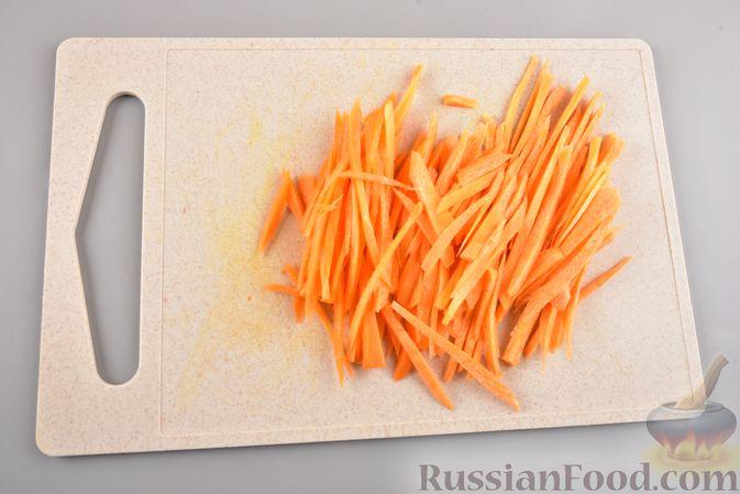 Фото приготовления рецепта: Фунчоза с кабачком и курицей в соевом соусе - шаг №6