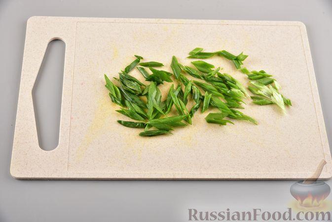 Фото приготовления рецепта: Фунчоза с кабачком и курицей в соевом соусе - шаг №17