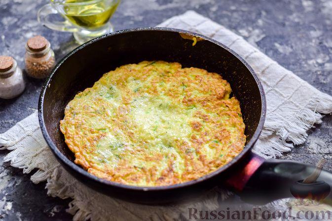 Фото приготовления рецепта: Закусочный торт из кабачков с помидорами и сыром - шаг №8