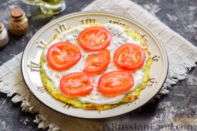 Фото приготовления рецепта: Закусочный торт из кабачков с помидорами и сыром - шаг №12