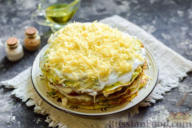Фото приготовления рецепта: Закусочный торт из кабачков с помидорами и сыром - шаг №15