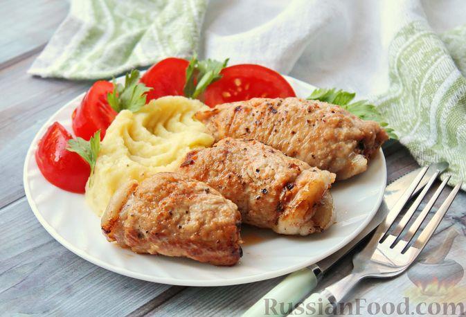 Фото к рецепту: Мясные рулетики с чесночно-томатной начинкой (в духовке)