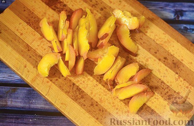 Фото приготовления рецепта: Рисовая каша с тыквой и карамелизированными персиками - шаг №3