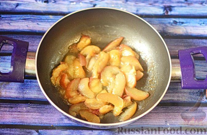 Фото приготовления рецепта: Рисовая каша с тыквой и карамелизированными персиками - шаг №5
