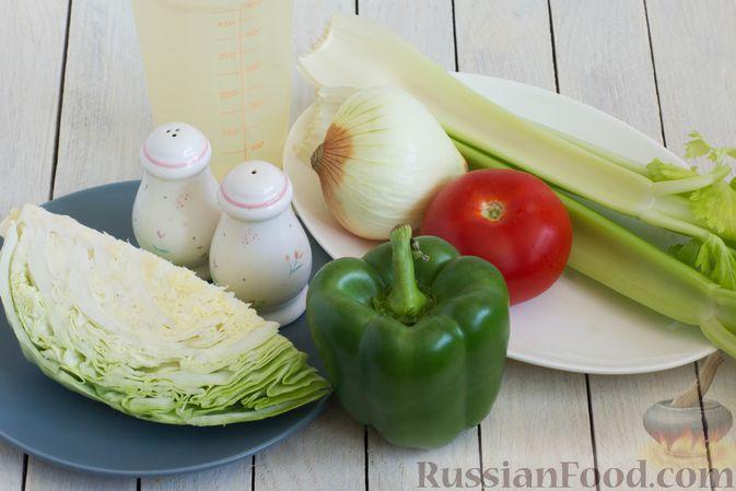 Фото приготовления рецепта: Суп с капустой, сельдереем, сладким перцем и помидором - шаг №1