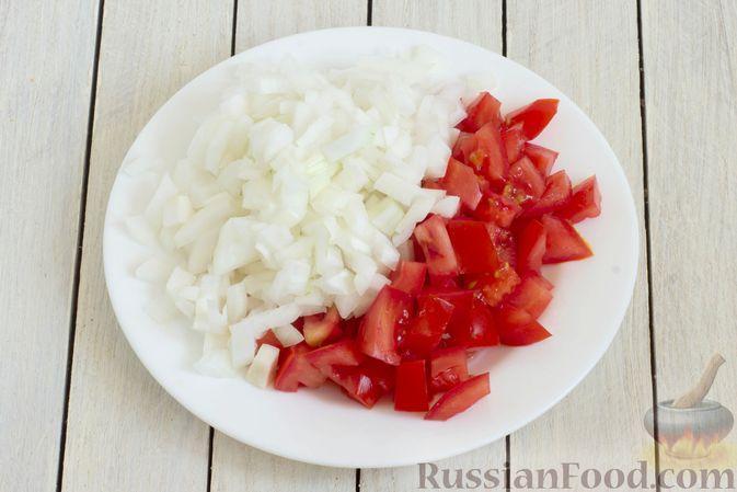 Фото приготовления рецепта: Суп с капустой, сельдереем, сладким перцем и помидором - шаг №2