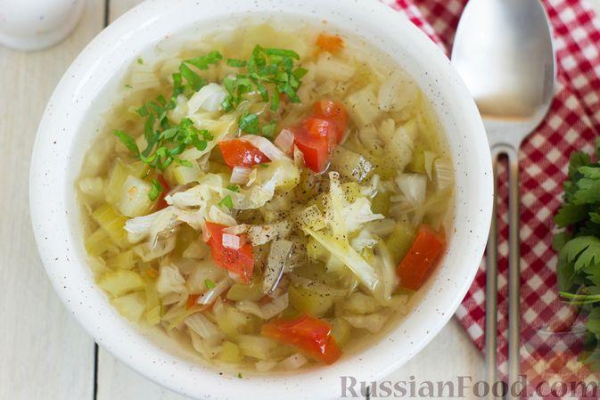 Фото приготовления рецепта: Суп с капустой, сельдереем, сладким перцем и помидором - шаг №8