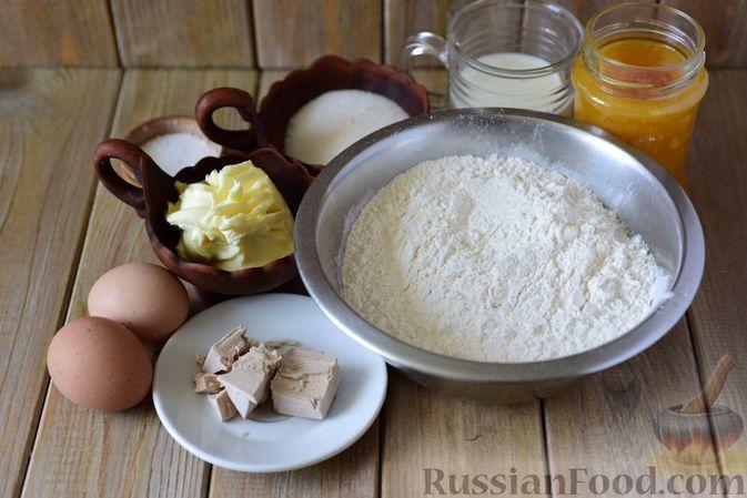 Фото приготовления рецепта: Дрожжевые рогалики с повидлом - шаг №1