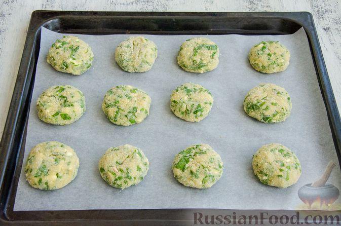 Фото приготовления рецепта: Куриные котлеты с творогом и шпинатом, в духовке - шаг №6