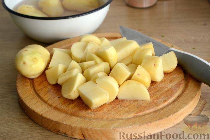 Фото приготовления рецепта: Говядина, тушенная с молодой картошкой - шаг №9