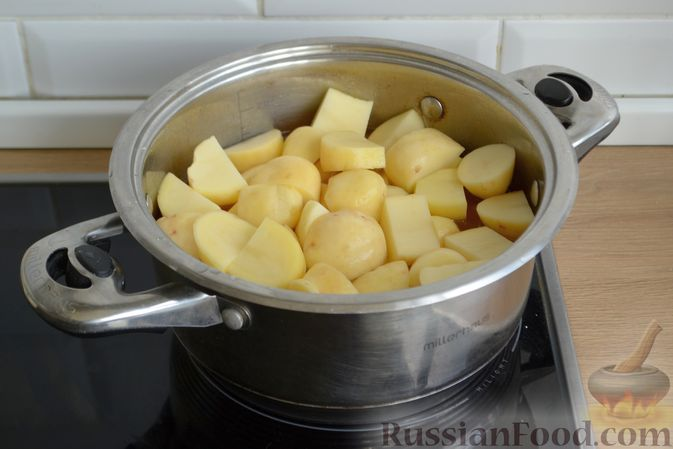 Фото приготовления рецепта: Говядина, тушенная с молодой картошкой - шаг №11