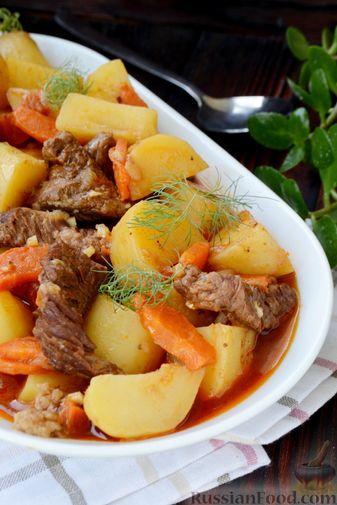 Фото приготовления рецепта: Говядина, тушенная с молодой картошкой - шаг №16