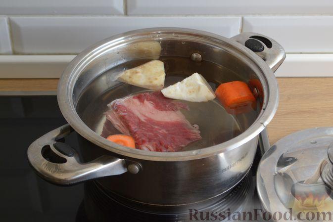 Фото приготовления рецепта: Суп с галушками - шаг №2