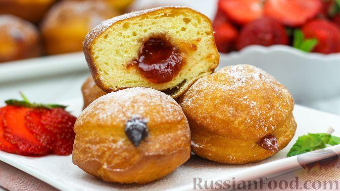 Фото к рецепту: Воздушные пончики с начинкой
