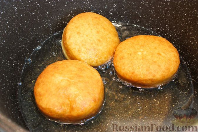 Фото приготовления рецепта: Воздушные пончики с начинкой - шаг №15