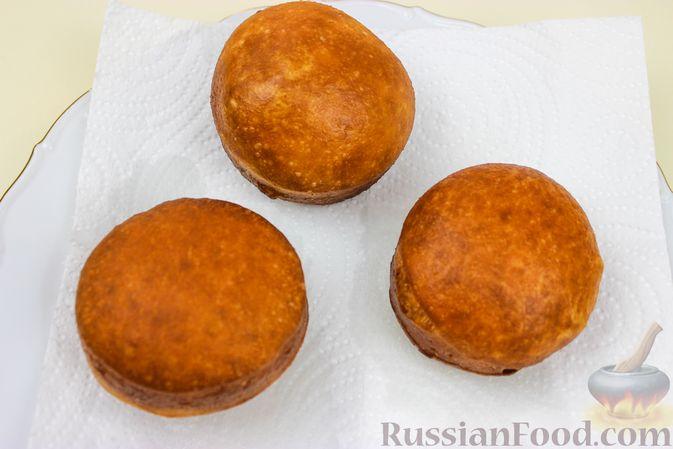 Фото приготовления рецепта: Воздушные пончики с начинкой - шаг №16