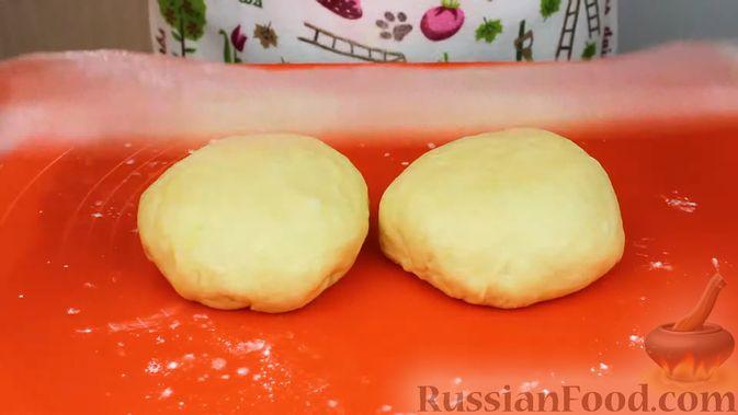 Фото приготовления рецепта: Воздушные пончики с начинкой - шаг №10
