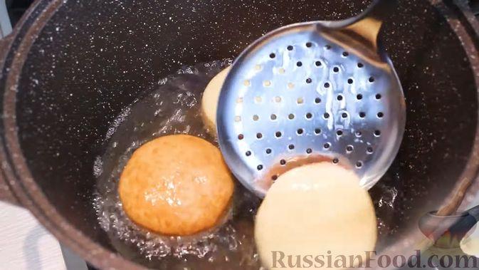 Фото приготовления рецепта: Воздушные пончики с начинкой - шаг №14
