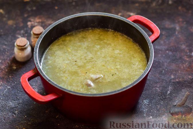 Фото приготовления рецепта: Щи со щавелем и шпинатом - шаг №10