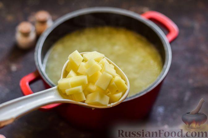 Фото приготовления рецепта: Щи со щавелем и шпинатом - шаг №11