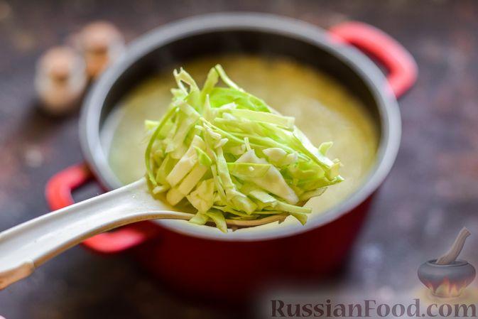 Фото приготовления рецепта: Щи со щавелем и шпинатом - шаг №12