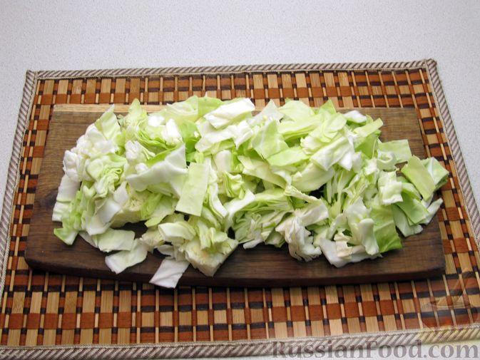 Фото приготовления рецепта: Капуста, тушенная со сливками - шаг №2