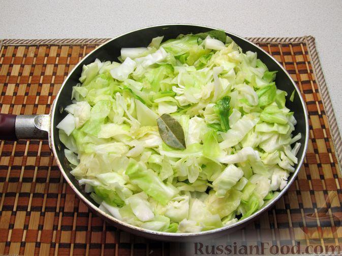 Фото приготовления рецепта: Капуста, тушенная со сливками - шаг №4