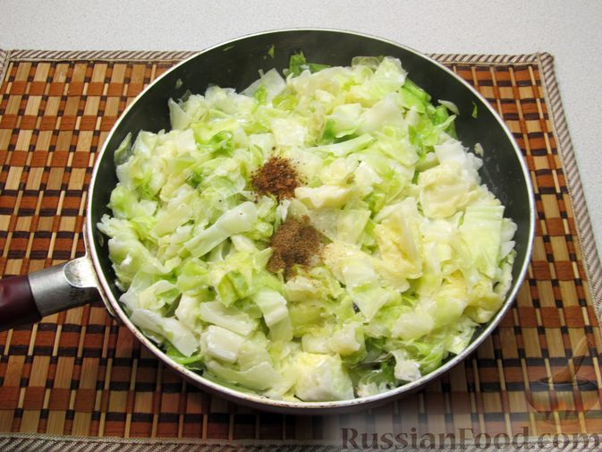 Фото приготовления рецепта: Капуста, тушенная со сливками - шаг №6