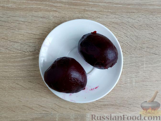 Фото приготовления рецепта: Оладьи из свёклы - шаг №2
