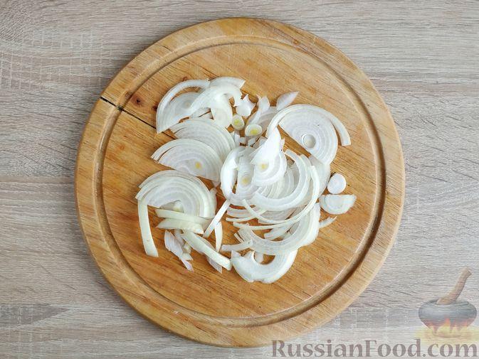 Фото приготовления рецепта: Гуляш из куриных сердечек - шаг №2