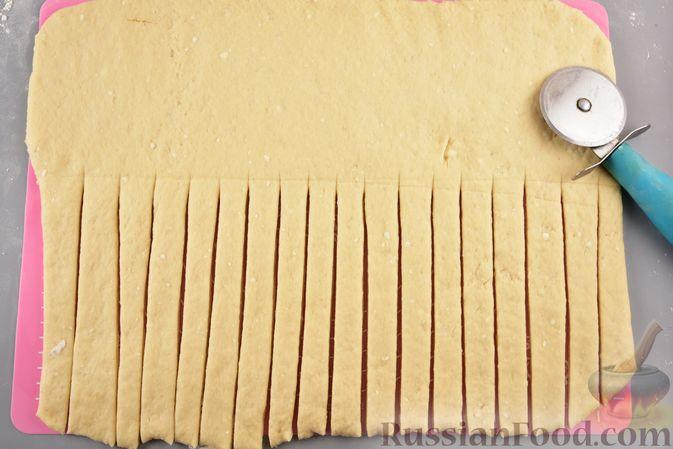 Фото приготовления рецепта: Пирог «Венок» из творожного дрожжевого теста, с корицей - шаг №9
