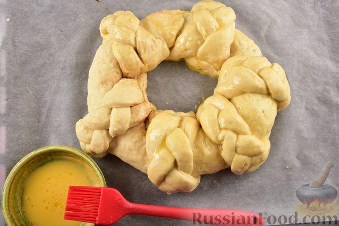 Фото приготовления рецепта: Пирог «Венок» из творожного дрожжевого теста, с корицей - шаг №17