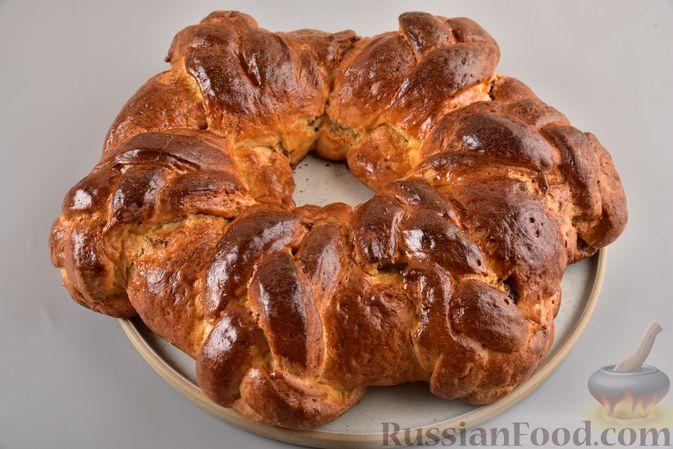 Фото приготовления рецепта: Пирог «Венок» из творожного дрожжевого теста, с корицей - шаг №18