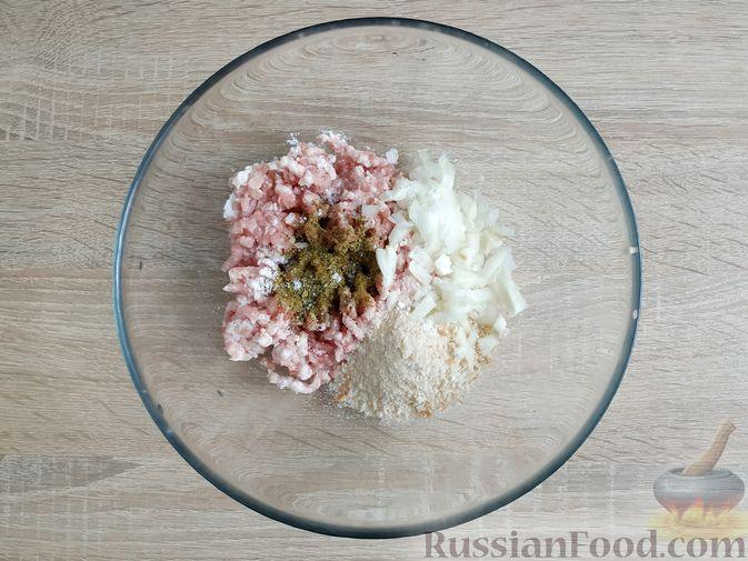 Фото приготовления рецепта: Запеканка из кабачка с мясными фрикадельками - шаг №3